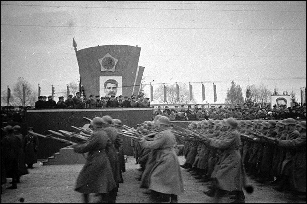 Белорусские войска на параде