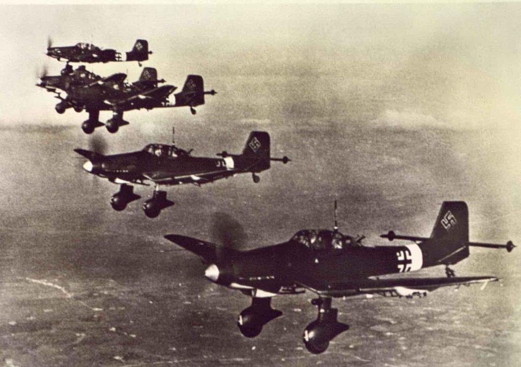 Немецкие самолеты в небе