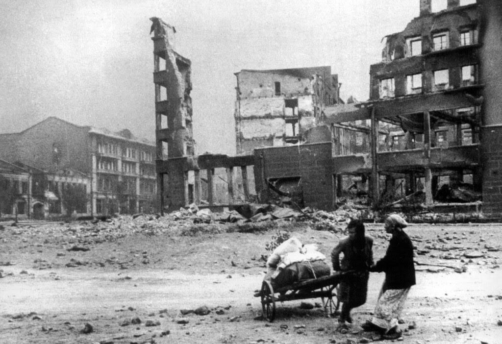 Побег жителей во время бомбардировки