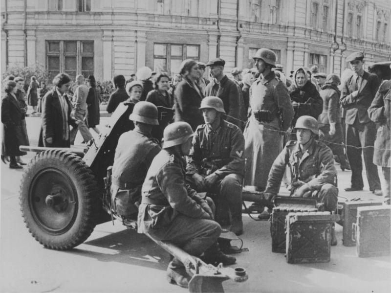 Немецкие артиллеристы в 1941