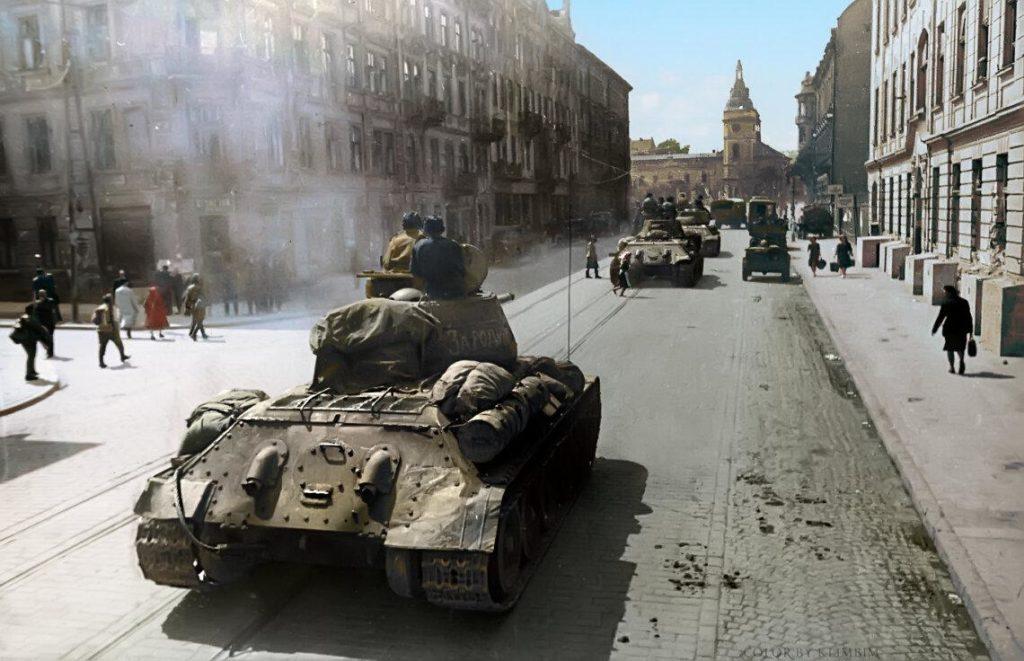Советские войска во Львове