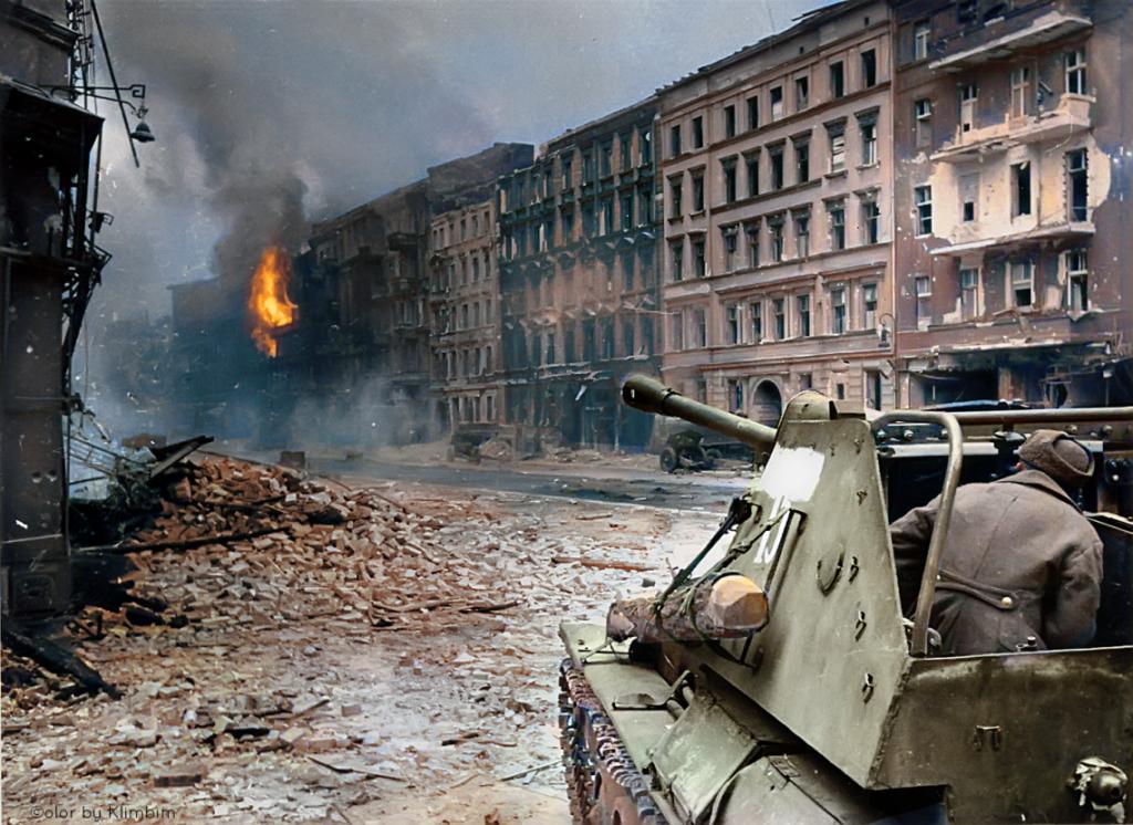 Советские войска и самоходка СУ-76