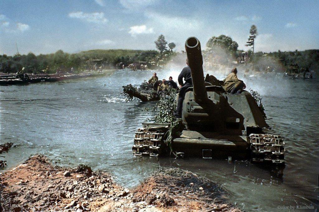 Самоходки СУ-152 в июле 1944