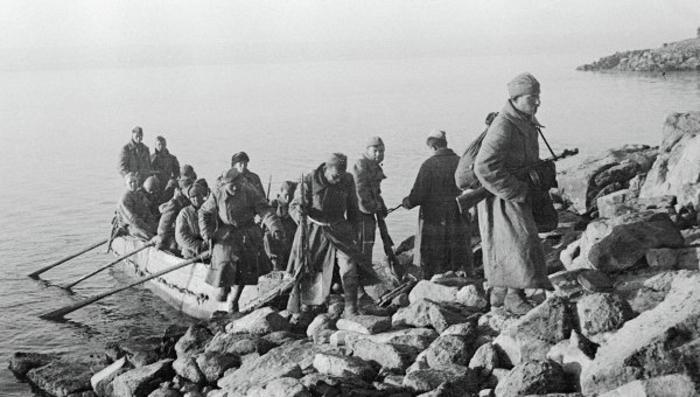 Переправа через реку Красной армией