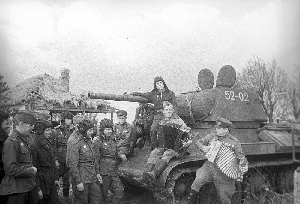 Советские танкисты во время Курской битвы