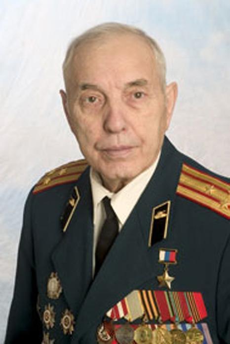 На фото советский танкист Александр Михайлович Фадин