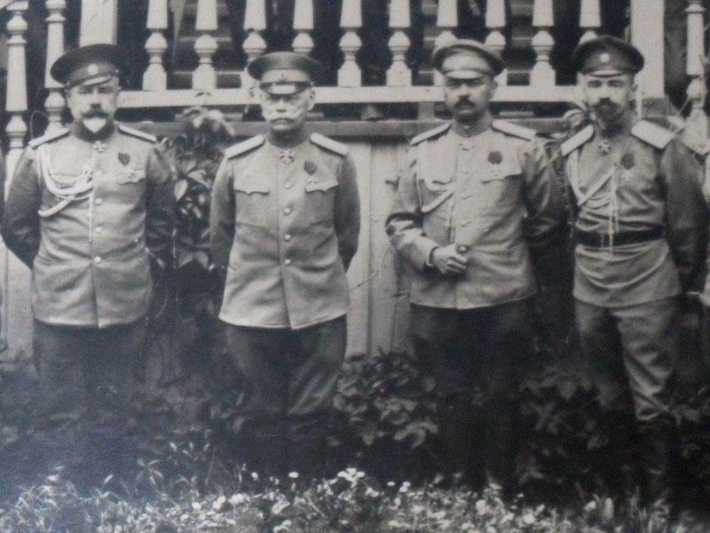 Фото генерала Сергея Маркова и других