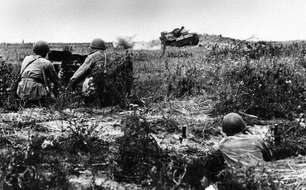 Бой немцев с советскими солдатами