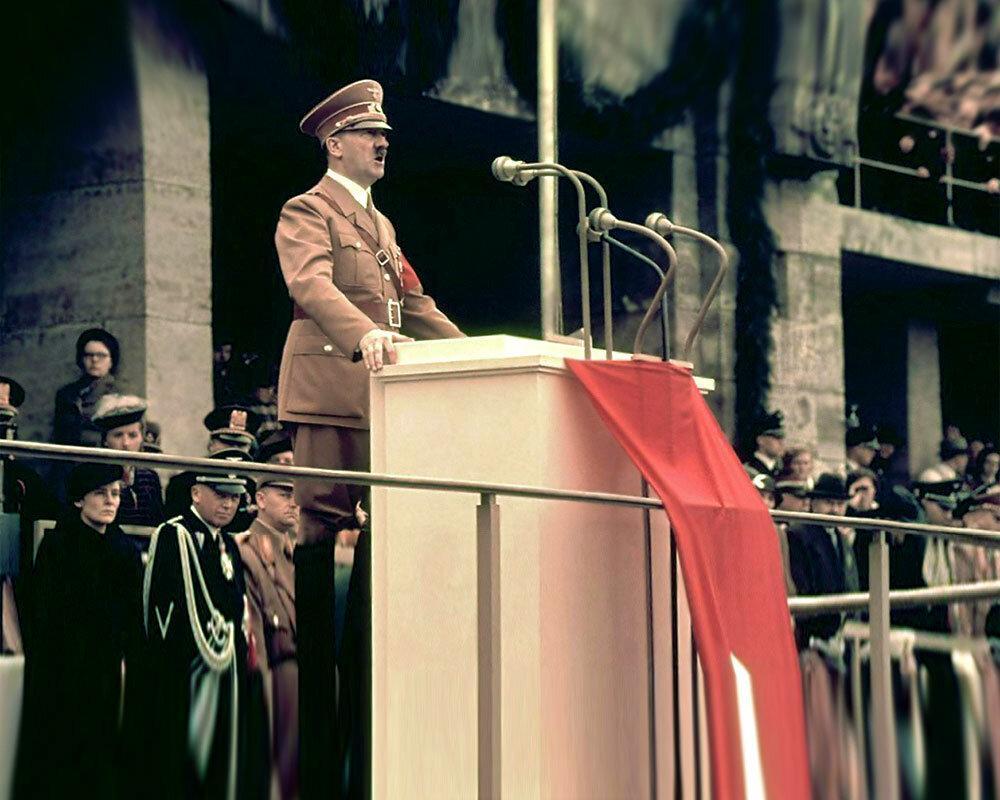 Гитлер на публике