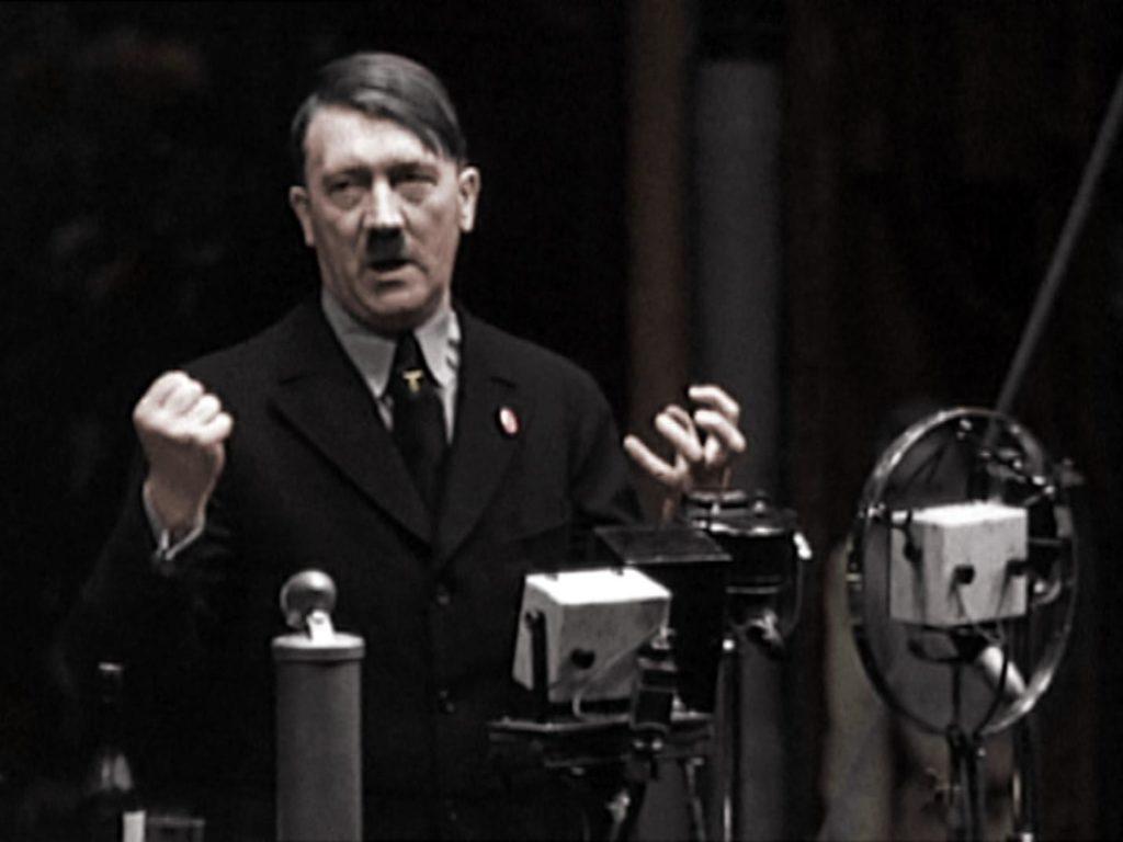 Адольф Гитлер на площади