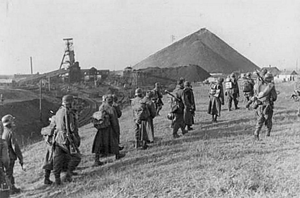 Немцы сдаются и уходят из Сталино