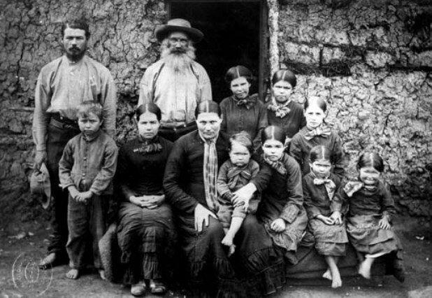 Старое фото семьи буров