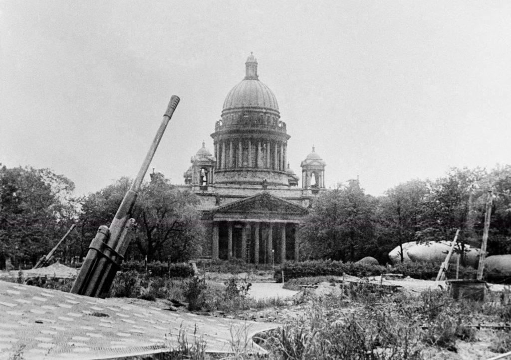 Фото зенитной батареи в Ленинграде