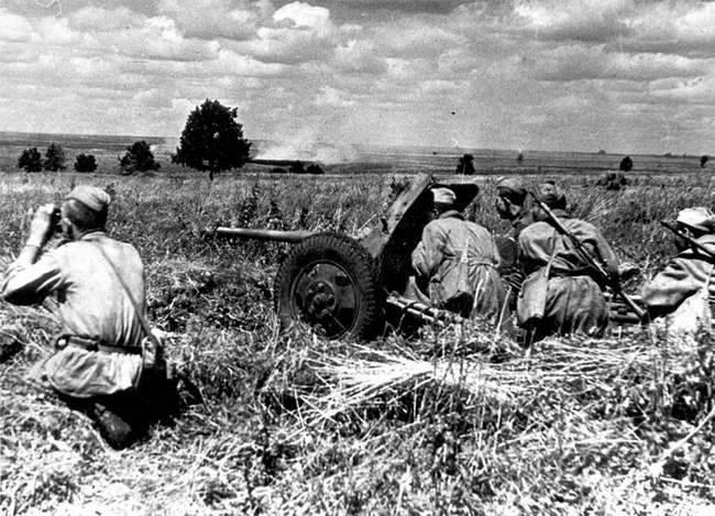 Артиллеристы во время Курской битвы