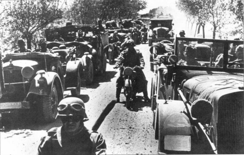 Колона немецких солдат