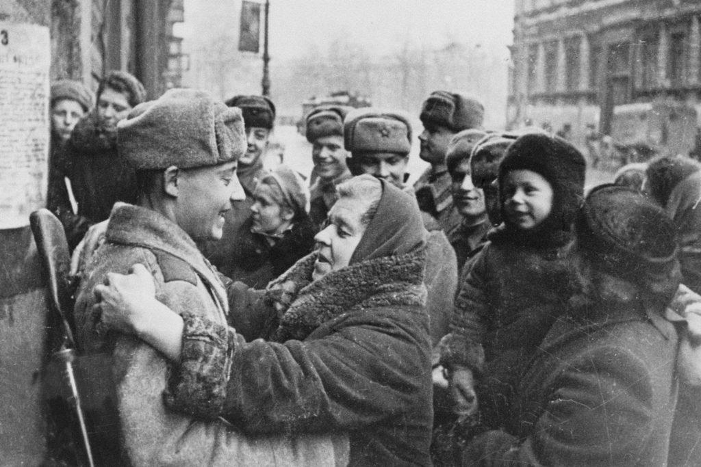Жители Ленинграда после освобождения от Блокады