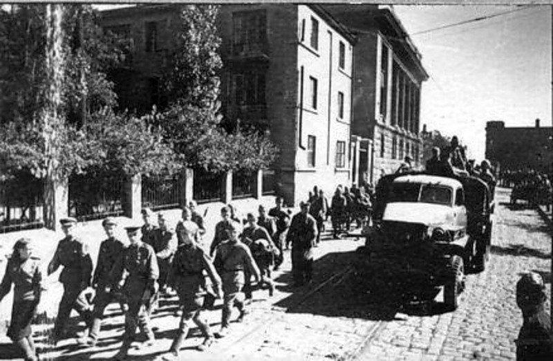 Красноармейцы в Сталино