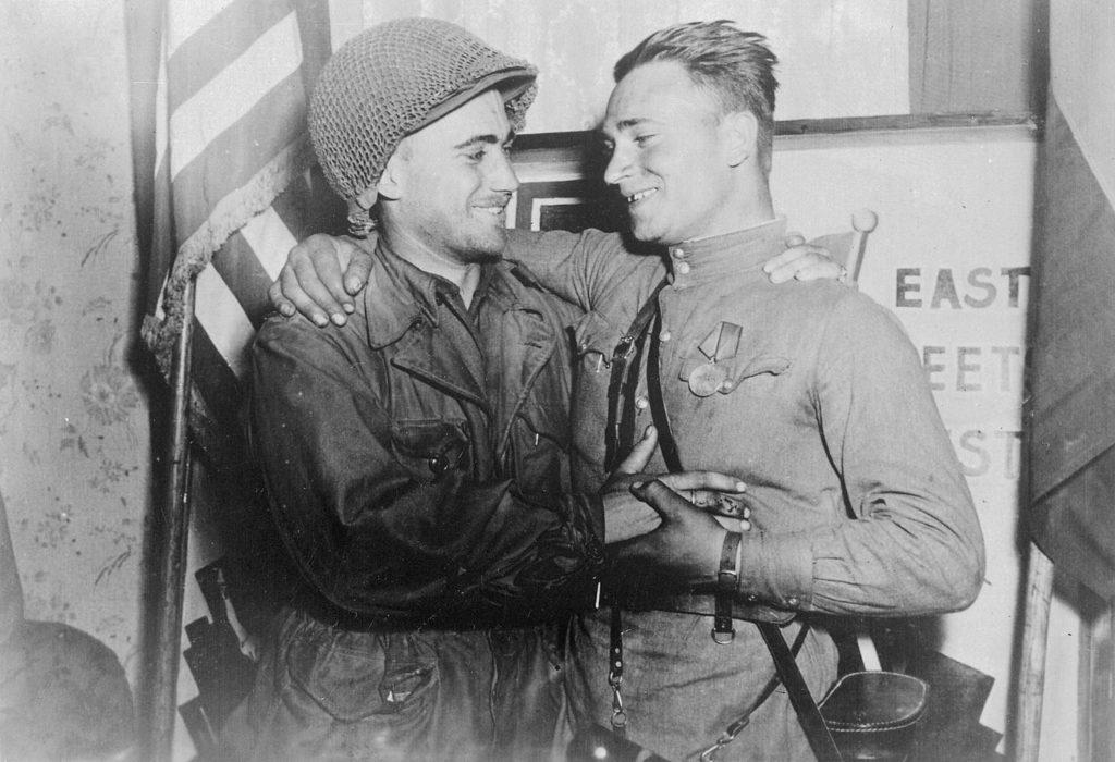 Исторический снимок встречи двух лейтенантов