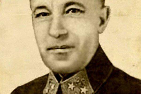 Карбышев Д.М. в форме генерала