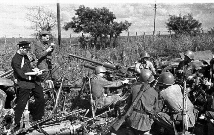 Советские солдаты готовятся к сражению