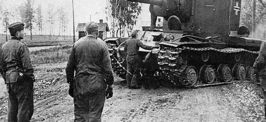 Советский танк с отличительными знаками немцев