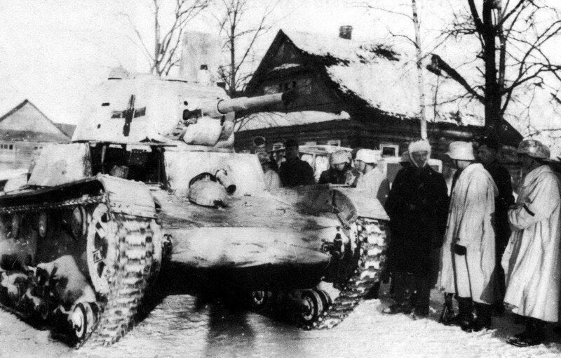 Фото танка Т-26, который захватили немецкие солдаты