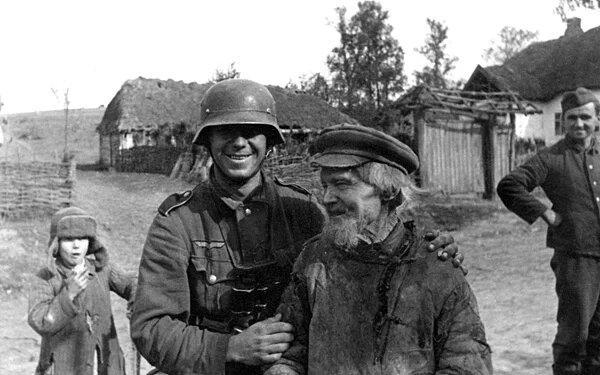 Фото пожилого жителя деревни в годы войны