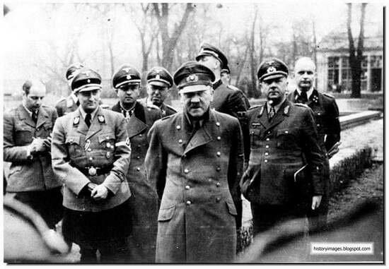 Фото Гитлера и немецких генералов