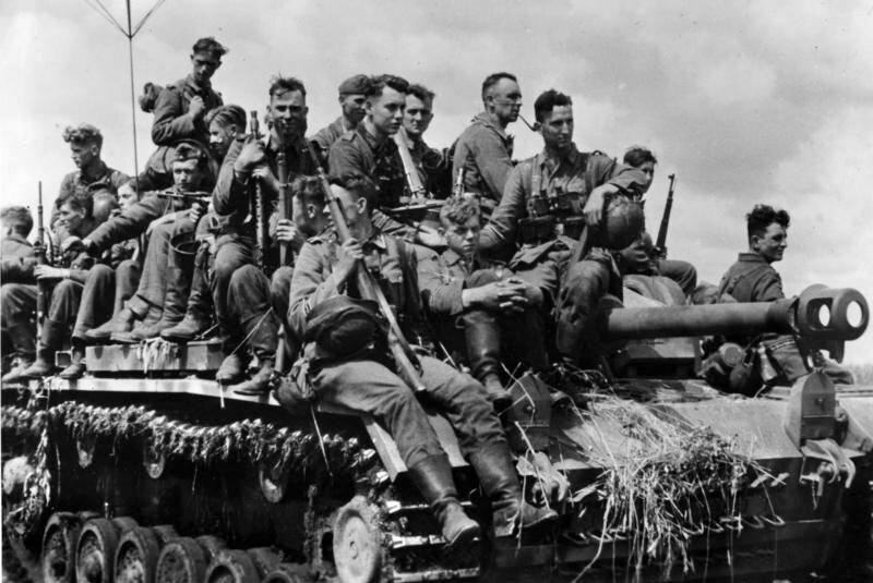 Немецкие войска на танке