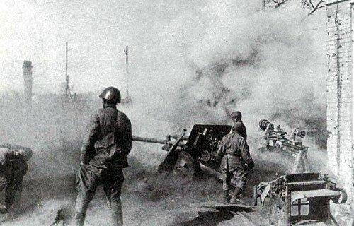 Советские артиллеристы под Сталинградом в 1942