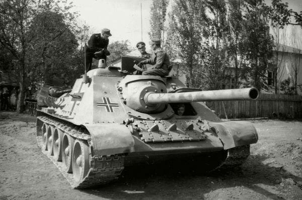 Самоходка СУ-85, захваченная немцами