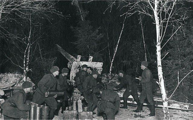 Группа артиллеристов зимой