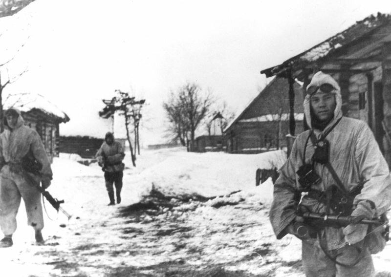 Немецкие войска в деревне в морозную зиму