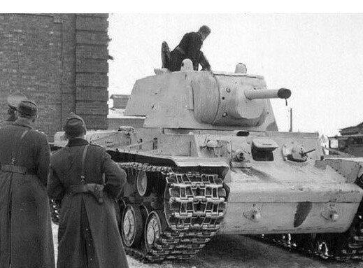 Советский танк с огнеметом КВ-6