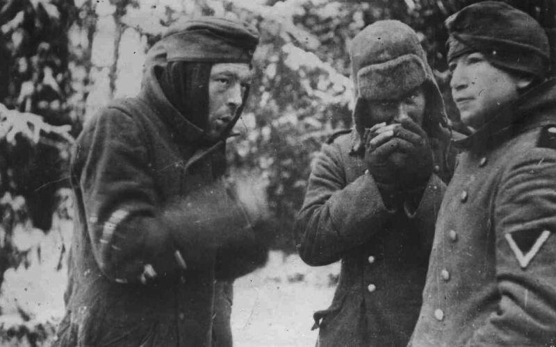 Пленные немецкие солдаты холодной зимой
