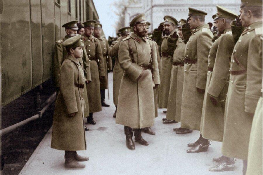 Император Николай II и его офицеры