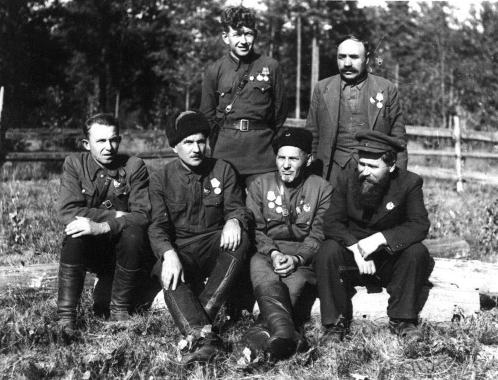 С. Ковпак и командиры