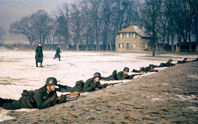 Тренировка по стрельбе у солдат Вермахта