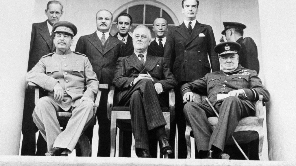 Лидеры СССР, США и Великобритании на конференции