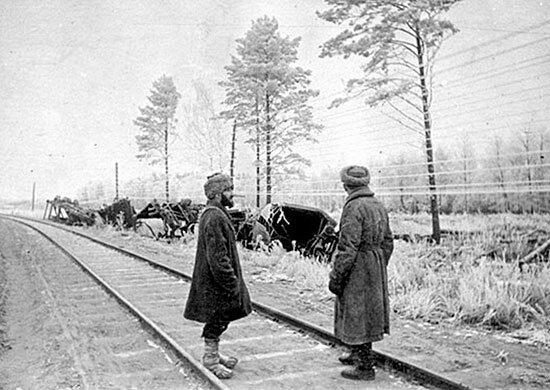 """Советские партизаны в 1943 году, """"концерт"""" для немецких солдат"""
