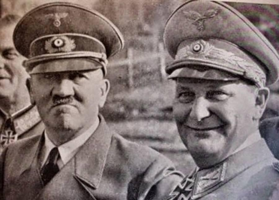 Портрет Гитлера и Геринга