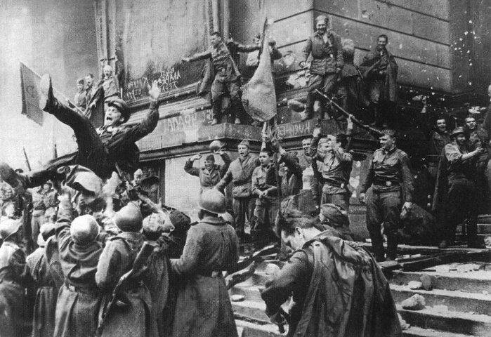 Бойцы СССР в Берлине