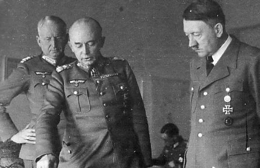 Манштейн и Гитлер разрабатывают план операции
