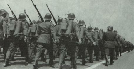 Румынские войска на параде