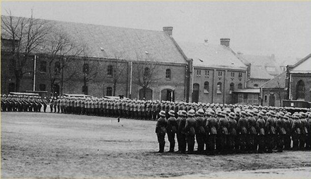 Немецкие солдаты в строю