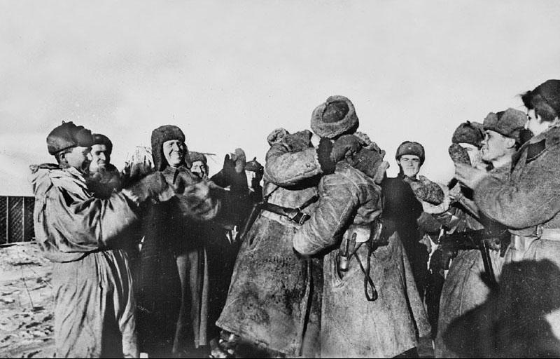 Встреча солдат из двух разных фронтов