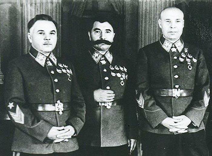 Фото Ворошилова, Будённого и Тимошенко