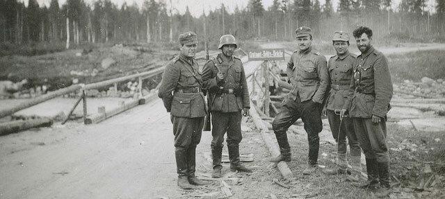 Немецкие и финские солдаты