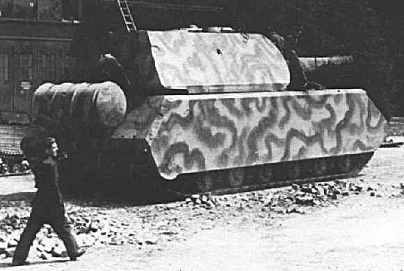 """Окрашенный в камуфляж танк """"Маус"""""""
