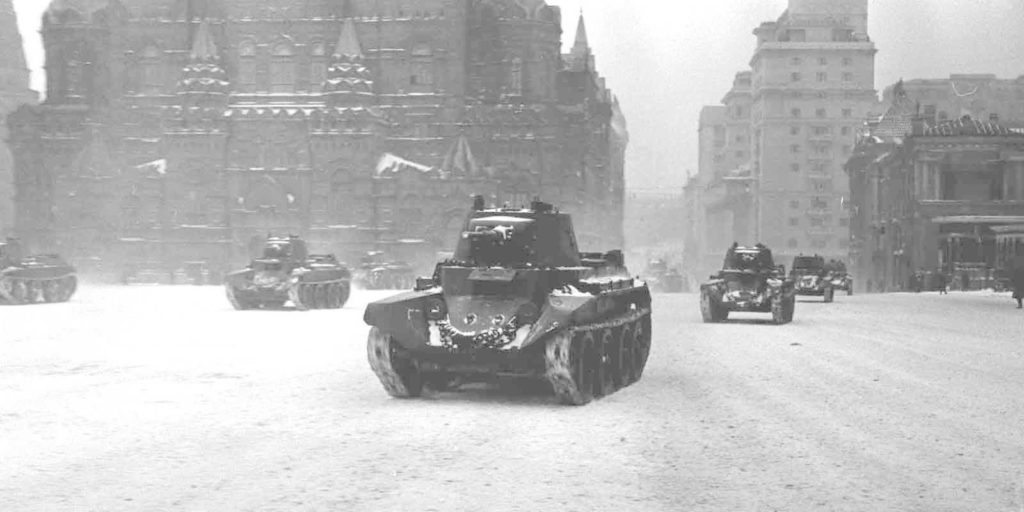Военные танки на параде